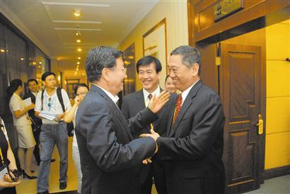 商务部副部长姜增伟与罗涛总经理亲切交谈.-中国有色集团厦门投洽